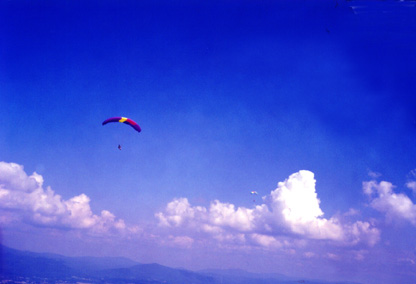 Two pilots soaring on a beautiful afternoon (63192 bytes)